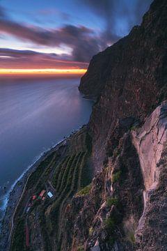 Madeira Cabo Girao Girao op het blauwe uur van Jean Claude Castor