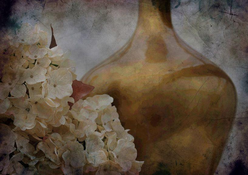 still life in gold van Yvonne Blokland