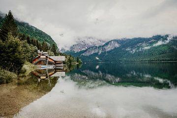 Weerspiegelend meer in Oostenrijk van Wilke Tiellemans