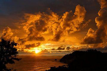 Tropische zonsondergang van Henk Bogaard