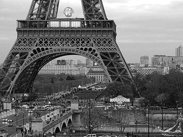 Eiffeltoren close-up in zwart-wit van Michaelangelo Pix