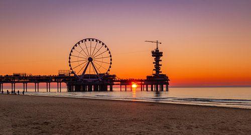 De Pier in Scheveningen tijdens het gouden uurtje van de zonsondergang