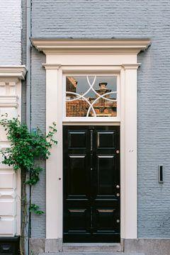 Das blaue Haus in der Stadt Haarlem, Niederlande || Lifestyle-Reisefotografie in sanften Pastellfarb von Manon Galama