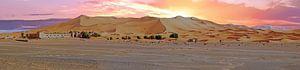 Panorama van de Erg Chebbi woestijn in Marokko bij zonsondergang