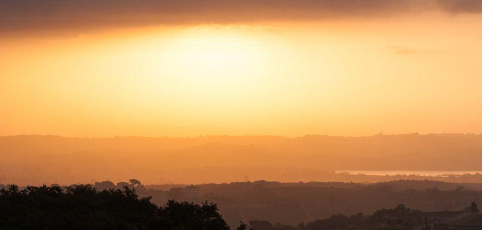 Bizar licht boven de Toscaanse heuvels