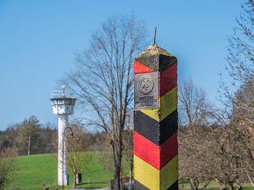barrière de la frontière de la RDA avec la tour sur Animaflora PicsStock