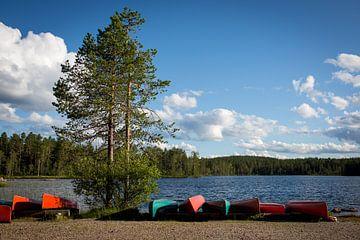 Kanoe aan het meer in Zweden von Heleen Klop