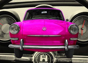 VW 1500 in roze van aRi F. Huber