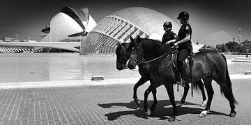 Moderne Welt, Valencia (schwarz/weiß) von Rob Blok