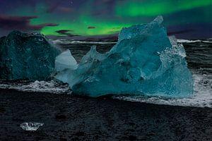 Nordlicht und blaues Eis auf Island