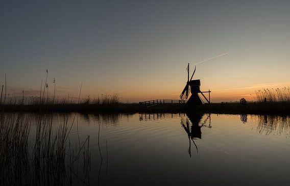 """Molen """"Hoogland"""" nabij Leeuwarden net na zonsondergang van Kevin Boelhouwer"""