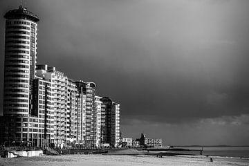 Boulevard van Vlissingen onder een donkere lucht (zwart-wit) van Fotografie Jeronimo