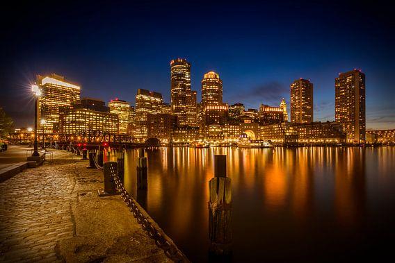 BOSTON Fan Pier Park & ??Skyline van Boston in de avond van Melanie Viola