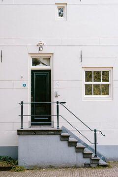 Weißes Haus in Amsterdam von Manon Galama