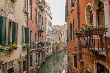 Spiegelglatte Kanäle in Venedig von Reis Genie