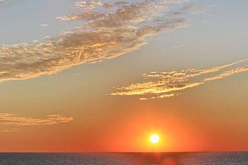 Wolken  met ondergaande zon van Micky Bish