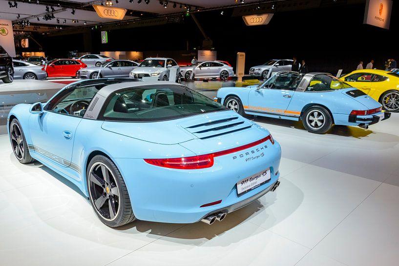Porsche 911 Targa 4S Sportwagen und klassischer Porsche 911 Targa von Sjoerd van der Wal