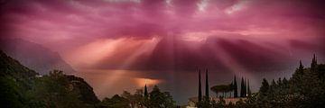 LAKE GARDA Gorgeous Panoramic View in the morning van Melanie Viola