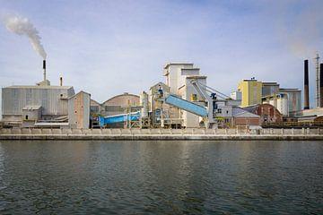Industrie entlang des Albert-Kanals von Johan Vanbockryck