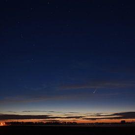 La comète Neowise dans la nuit sur Piet Kooistra