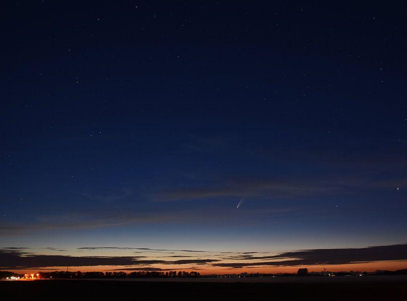 Komet Neowise in der Nacht von Piet Kooistra