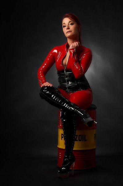 Model in sexy rode catsuit van Ad Jekel
