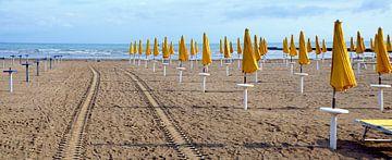 Strand in Grado #2 van Leopold Brix
