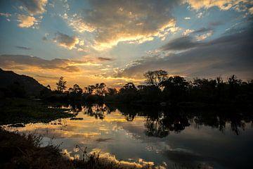 Zonsondergang in paradijs 1 van Rob Smit