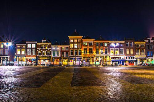 Markt in Delft bij nacht