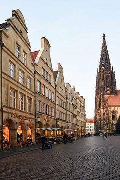 Münster, Prinzipalmarkt, uitzicht op St. Lamberti, Lambertikirche, Noordrijn-Westfalen, Duitsland. van wunderbare Erde