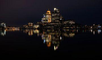 Nachtelijk Amsterdam aan de Amstel van FotoBob