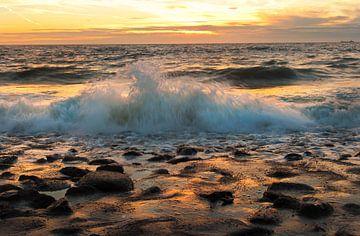 Uitzicht over de Noordzee bij zonsondergang van Anouschka Hendriks