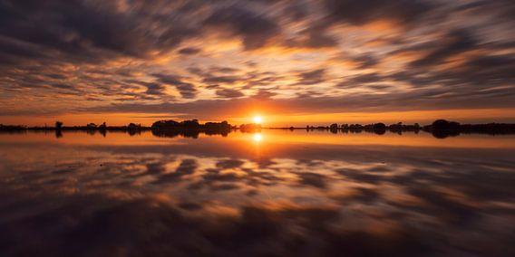 Zonsondergang reflectie Polder Mastenbroek