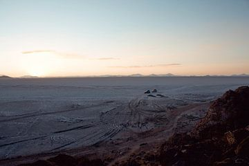 Zonsondergang Zoutvlakte, Uyuni Bolivia van Stefanie Lamers