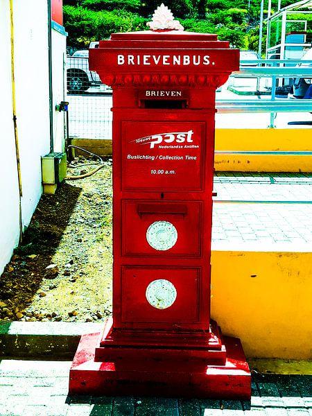 Rode brievenbus van Renee Alexandra Serlier