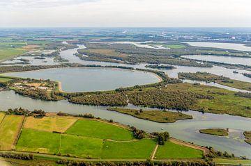 Luchtfoto van de waterbekkens in de Brabantse Biesbosch van