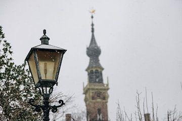 Ouderwetse lantaarn Veere in de sneeuw van Percy's fotografie