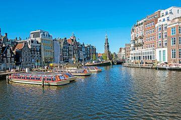Stadsbeeld van Amsterdam met de Munt toren van Nisangha Masselink
