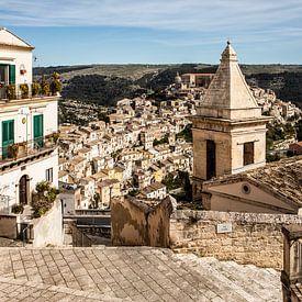 uitzicht over het oude deel van Ragusa van Eric van Nieuwland