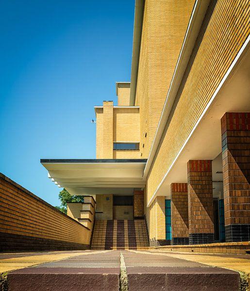 Trouw ingang raadhuis Hilversum van Pascal Raymond Dorland