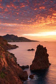 Sonnenaufgang über Cap Dramont und dem Domfelsen