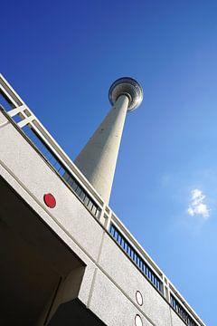 der berühmte Fernsehturm in Berlin von Heiko Kueverling