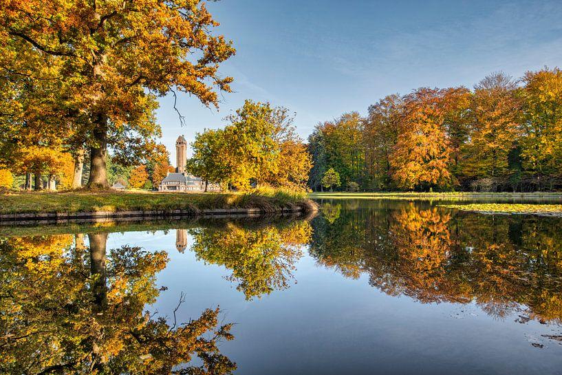 Pavillon de chasse St Hubertus entouré des couleurs de l'automne sur Frans Lemmens
