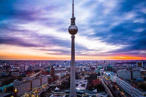 Fernsehturm Berlijn van Leon Weggelaar