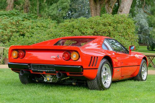 Ferrari 288 GTO sportauto uit de jaren 80 in Ferrari rood