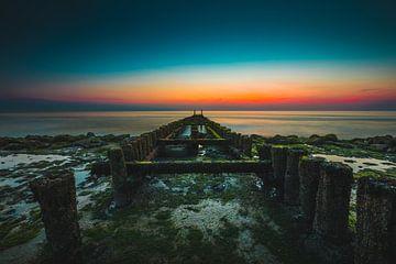 Westkapelle paalhoofden zonsondergang sur Andy Troy
