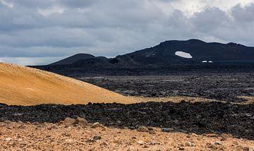 Schwarze Landschaft in Island von