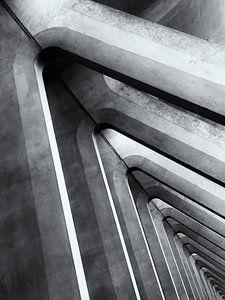 Abstracte betonconstructies op het treinstation van Luik (Gare de Liège-Guillemins)