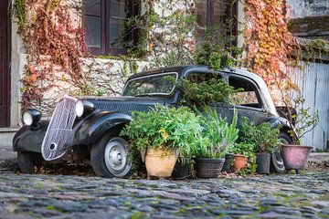 Oldtimer auto in de straten van Colonia del Sacramento, Uruguay. van