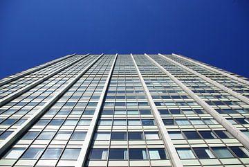 Façade d'un immeuble de grande hauteur sur Norbert Sülzner